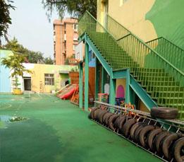 祝贺门头沟第一幼儿园室外悬浮拼装地板圆满完工!
