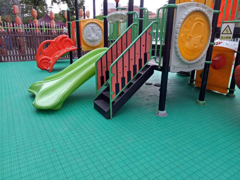 东方龙人幼儿园悬浮拼装地板项目进场!