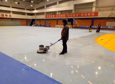 橡胶地板如何清洗?奥体中心首推中润致远这个清洁专家