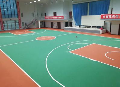 人民解放军挑选室内篮球场地面材质,如同他们训练一样严谨